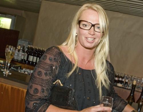 Hoofdredactrice van de VOGUE, Karin Sweerink, hier verkleed als Roma zigeunerin, staat volledig achter de Nederlandse influenza.