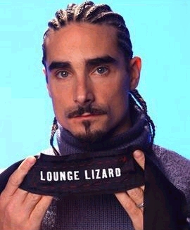Kevin uit de Backstreet Boys. Daar kan de kaaklijn van Nikkie Plessen nog een puntje aan zuigen.