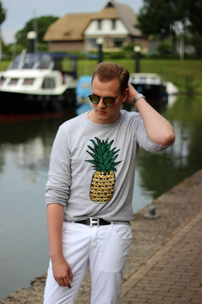 Ananas, het meest verkracht stukje fruit, ananas. Alsof het al niet genoeg was dat de Action de ananas misbruikte, nu dit.
